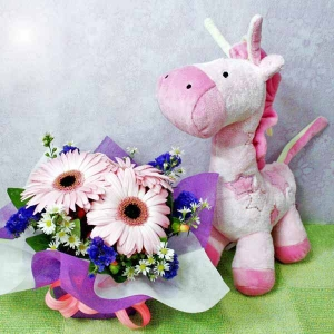Musical Giraffe Plush Toy with 3 Pink Gerberas Standing Bouquet