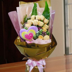 12 Champagne Roses With Heart-Shape Pillow Hand Bouquet