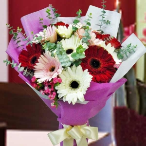 12 Mixed Gerbera Handbouquet