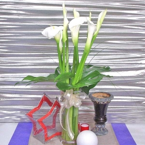 10 Cala lily With Glass Vase--Kindly order 3 days advance