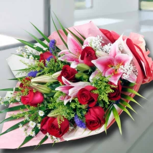 10 Red Roses 3 Pink Lilies Handbouquet