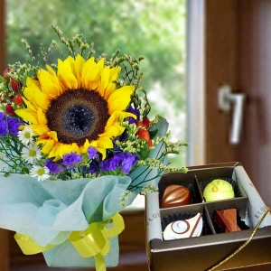 Single Sunflower Standing Bouquet with 4pcs Praline Chocolate