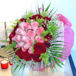 36 Roses ( 18 Peach 18 Red ) Handbouquet