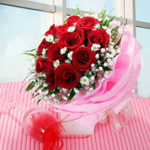 12 Red Roses Multi-Wrapper Handbouquet