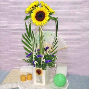 3 SunflowerTable Arrangement. ( With out paper Fan )