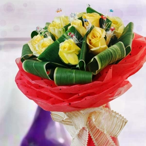 12 Yellow Roses & Crystal Rings Hand Bouquet