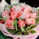 12 Peach Roses With Wired Stars Handbouquet